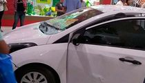 Carro invade shopping de Salvador e assusta clientes